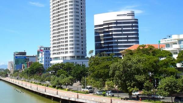 One_view_of_Bach_Dang_street,_Da_Nang,_Vietnam_-_Indochina_Riverside
