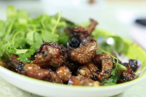 Ếch xào chua ngọt phố Yên Ninh, giao Nguyễn Trường Tộ