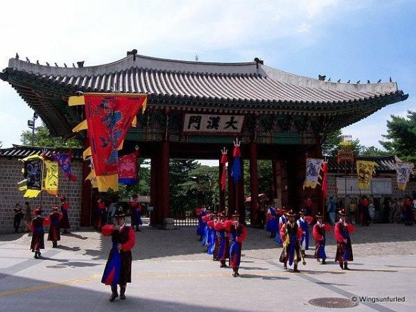 Korea_Seoul_Deoksugung_palace_58ad542f749f4a28838a75a76188ce7e