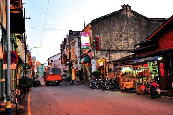 Penang hấp dẫn du khách bởi những nét văn hóa đan xen giữa Ấn Độ, Trung Quốc, Malaisia, Indonesia và Thái Lan. Nhưng rõ nét nhất là Ấn Độ và Trung Quốc.