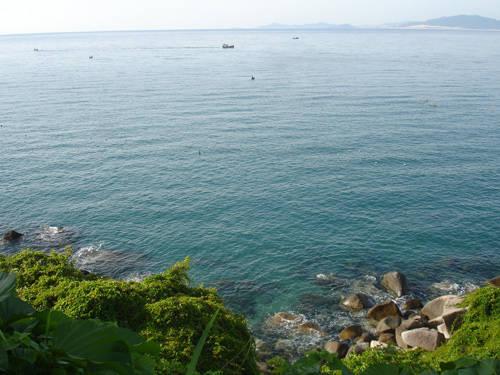 Biển Đại Lãnh nhìn từ trên đèo Cả.