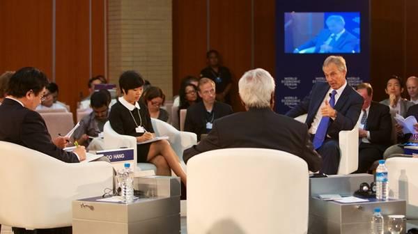 CEO iVIVU.com trò chuyện cùng cựu Thủ tướng Anh Tony Blair