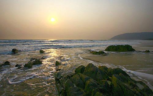 Bình minh trên bãi biển Hoành Sơn, biến vắng trong ánh ban mai