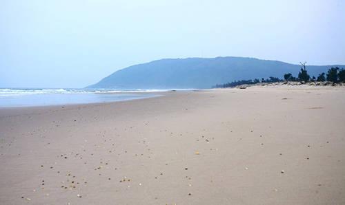 Buổi chiều, biển như bình yên và buồn hơn