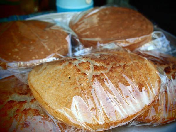 Bánh bò – một loại bánh ngọt được làm từ bột gạo.