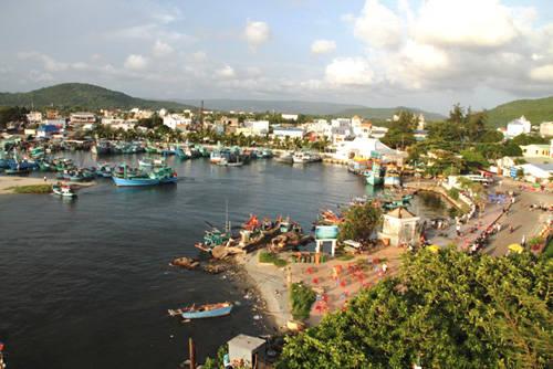 Thị trấn Dương Đông về chiều, nhìn từ ngọn hải đăng Dinh Cậu