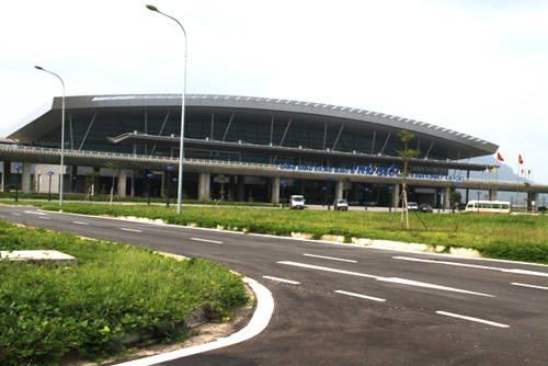 Sân bay Quốc tế Phú Quốc (mới) cách trung tâm TT Dương Đông 5 km về phía đông nam