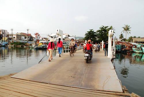 Xe máy là phương tiện mà dân du lịch tự do trong và ngoài nước ưa thích tại Phú Quốc