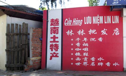Biển hiệu chữ Trung Quốc ở Hạ Long