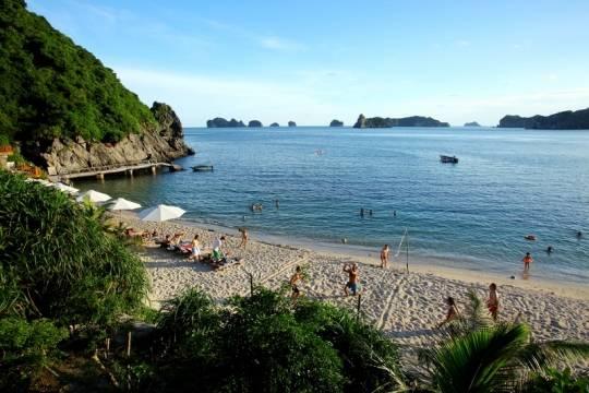Bãi biển trên Đảo Khí được du khách nướng ngoài ưau thích