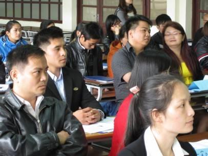 Đại diện các khách sạn ở Đà Lạt đang xem giới thiệu về phần mềm quản lý khách sạn hiện đại PMS
