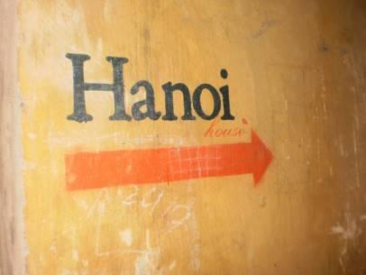 Con hẻm dẫn vào quán Hanoi House
