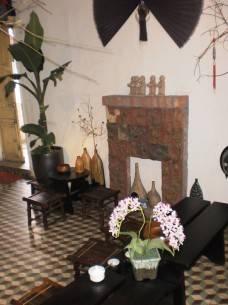 Bên trong Hanoi House