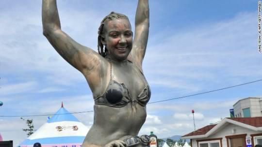 """""""Nhờ lễ hội này, những bãi biển địa phương luôn tấp nập du khách nước ngoài"""" – hãng Yonhap đưa tin."""
