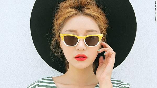 Khởi điểm là một trang web chuyên bán quần áo secondhand, Style Nanda mở rộng thành một thương hiệu với các dòng sản phẩm từ quần áo, giày, mỹ phẩm, phụ kiện…