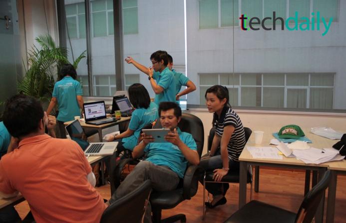 Một số thành viên tranh thủ chơi game, lướt web sau nhiều giờ làm việc căng thẳng – Ảnh mang tính minh họa: Techdaily.vn