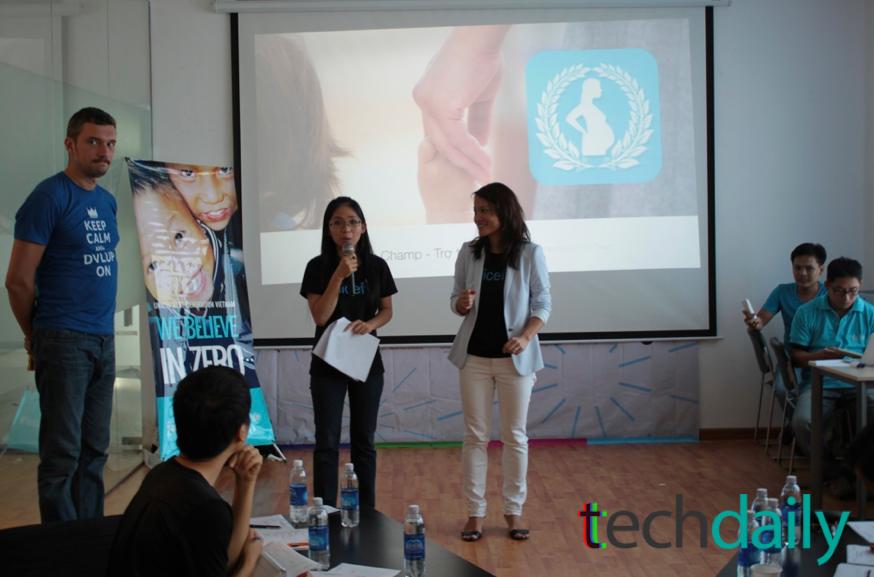 Phần trình bày của các đội bắt đầu. MC giới thiệu bà Lara Ho Vu, đại diện UNICEF tại Tp.HCM – Ảnh: Techdaily.vn