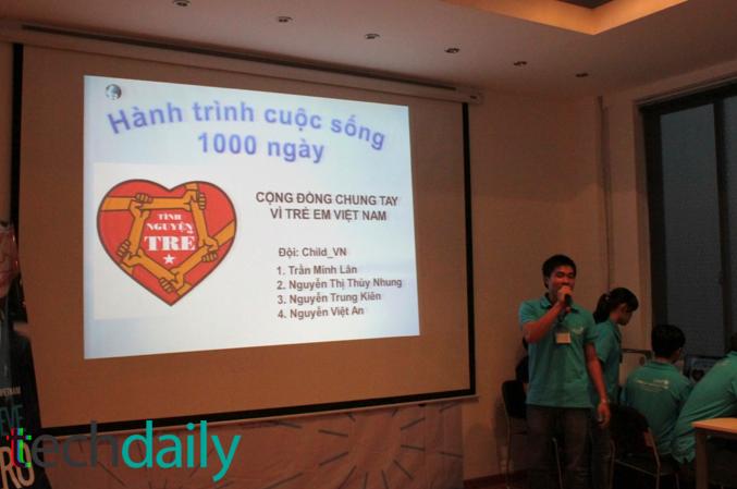 Các nhóm trình bày ý tưởng trong Thử thách đầu tiên – Ảnh: Techdaily.vn