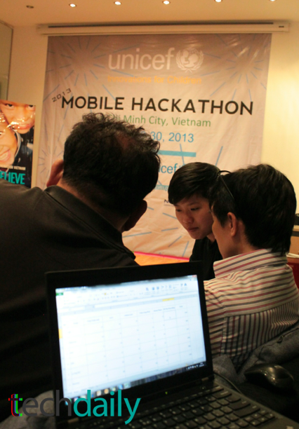 Ban giám khảo cuộc thi có sự góp mặt của đại diện nhiều đơn vị lớn như IDG Ventures, mLab Đông Á, iVIVU.com, Unicef Vietnam v.v… – Ảnh: Techdaily.vn