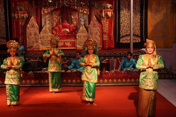 Một điệu múa truyền thống của người Minangkabau.