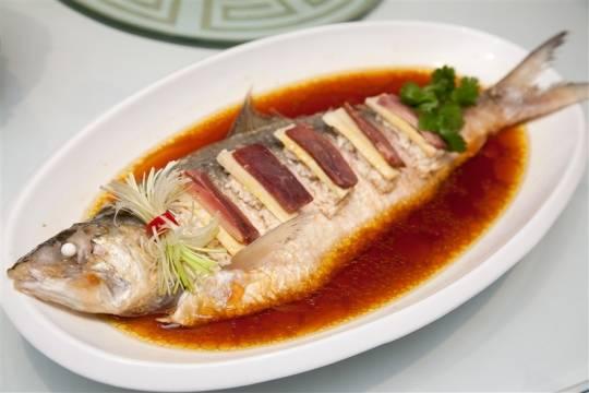 Món cá hấp nổi tiếng ở nhà hàng west lake spring