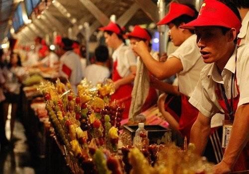Khu chợ ẩm thực đêm chuyên bán những đồ ăn vặt truyền thống hấp dẫn. Ảnh: zhongsan.