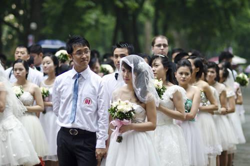 Đây là năm thứ 5 hoạt động thường niên này được tổ chức, thu hút rất đông sự chú ý của các cặp đôi.