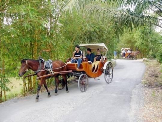 Vườn Xoài – Đồng Nai: Mang đến cảm giác dễ chịu của không khí trong lành cùng những mảng xanh, gợi nhớ vùng làng quê truyền thống. Ở đây cũng được đầu tư nhiều công trình vui chơi thú vị.