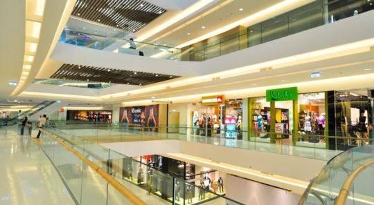 """resent mall: Thích hợp cho những ai sống ở Q.7 hay thích không khí của khu """"ngã tư quốc tế"""" này. Có rạp phim chất lượng cao, các quán café thiết kế dễ chịu, thoáng mát, rộng rãi."""