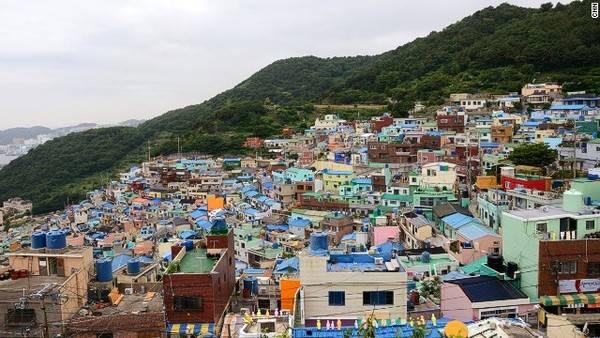 """Ngôi làng sặc sỡ như """"Santorini của Hàn Quốc"""""""