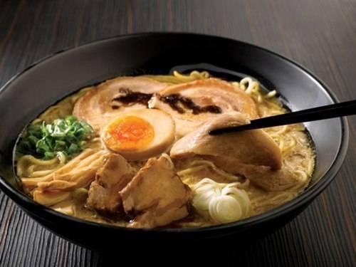 Món mỳ ramen Tonkotsu béo ngậy trứ danh ở Fukouka.