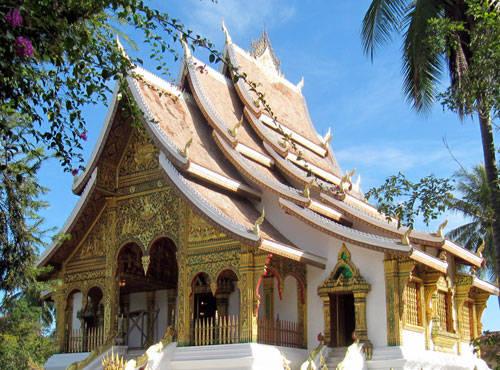 Cũng giống như con người Việt Nam, người dân Lào thân thiện, đôn hậu, luôn hồ hởi nhiệt tình.Cũng giống như con người Việt Nam, người dân Lào thân thiện, đôn hậu, luôn hồ hởi nhiệt tình.