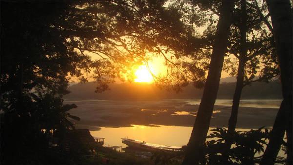 Cố đô Luang Prabang là thiên đường cho những ai muốn trốn khỏi sự xô bồ, tìm về bình yên. Ảnh: stophavingaboringlife