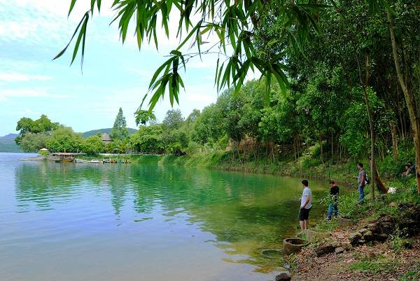 Thử tài buông câu ở hồ Phú Ninh là điều mà ai cũng thích