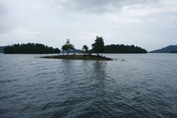 Hồ Phú Ninh yên bình và trầm lắng cho tâm hồn ai nhớ nhung