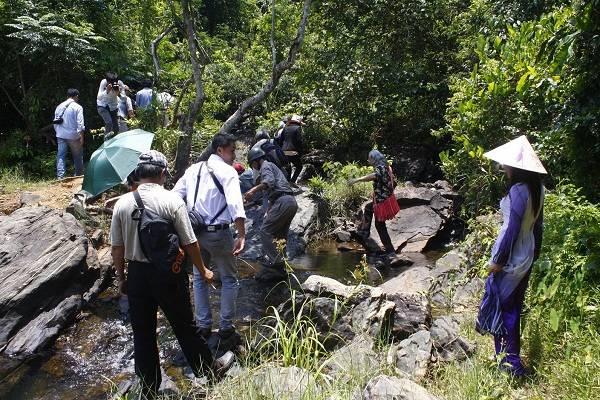 Du khách có dịp được khám phá các hòn đảo ở hồ Phú NinhDu khách có dịp được khám phá các hòn đảo ở hồ Phú Ninh