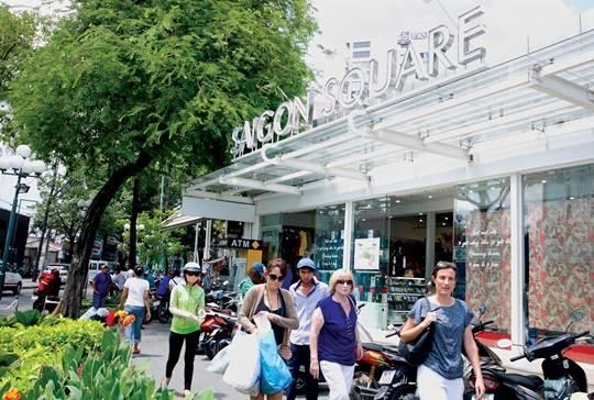 Saigon Square nằm trên đường Nam Kỳ Khổi Nghĩa là khu mua sắm nổi tiếng