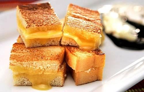"""Bánh Kaya nướng được mệnh danh là """"bữa sáng quốc gia"""" của Singapore."""