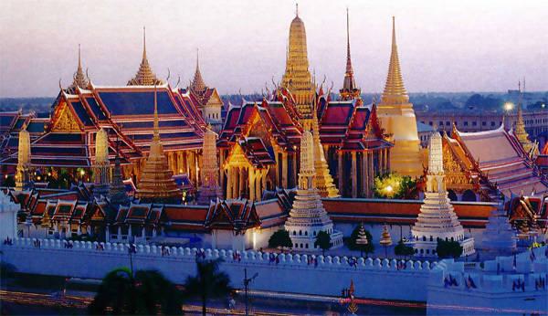 Những du khách có hành vi thiếu tôn kính với nhà vua Thái sẽ phải chịu hình phạt.