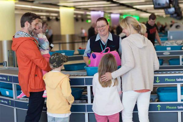 Ghi nhớ những món đồ nằm trong danh sách cấm sẽ giúp bạn tránh những phiền phức khi làm thủ tục nhập cảnh ở sân bay. Ảnh: gatwickairport