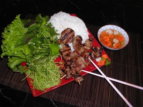 Bún chả là món ăn khiến nhiều du khách nhớ mãi khi đến Hà Nội.