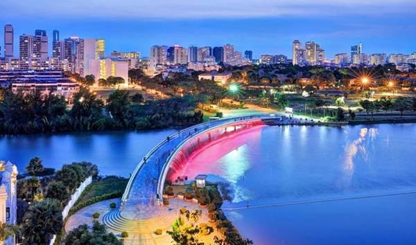 Cầu Ánh Sao - địa điểm thu hút giới trẻ TPHCM. Ảnh Phạm Hữu Khánh.