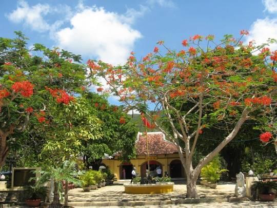 Du lịch Côn Đảo - Đền thờ bà Phi Yến
