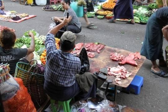 Dạo chợ lề đường ở Yangon