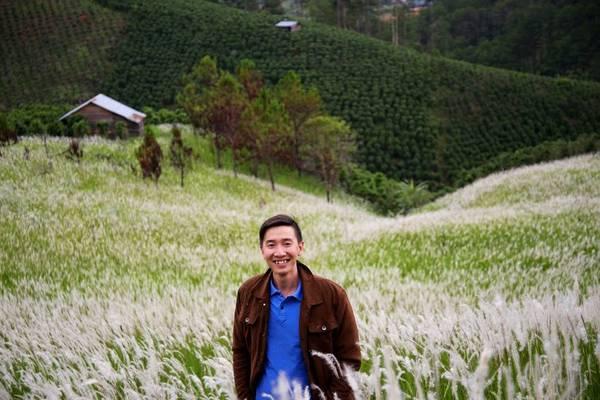 Cánh đồng cỏ lau kéo dài, lấp ló giữa những áng mây không biết từ khi nào đã trở thành một nét đẹp của phố núi Đà Lạt. Ảnh: Hoằng Bùi