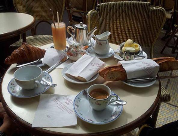 Một bữa sáng phong cách của người Pháp. Ảnh: colourofviet.com