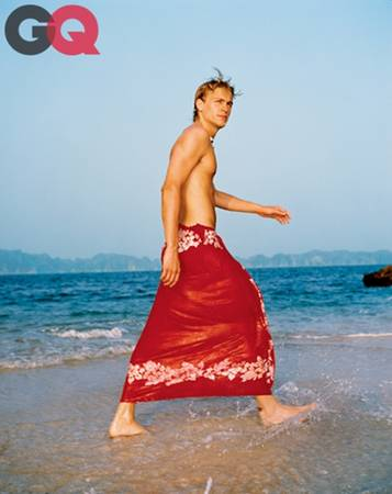 Charlie Hunnam đã chia sẻ những trải nghiệm thú vị khi anh tới Việt Nam. Khi đó, chàng trai trẻ 23 tuổi vẫn chưa mấy nổi tiếng. Tuy nhiên Charlie cũng đã được nhiều fan nữ mê đắm vì anh sở hữu thân hình tuyệt đẹp.