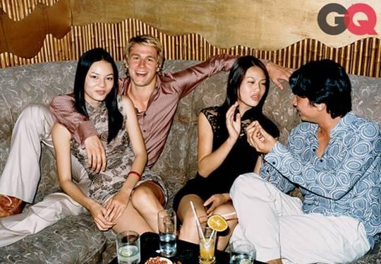 """Charlie thích đến câu lạc bộ nhạc Jazz nghe nhạc sống và uống rượu gạo (rượu quốc lủi). """"Nó có hương vị cực kỳ mê mẩn!""""."""