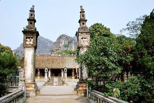 Đền Vua Đinh trầm mặc ghi dấu thời gian.