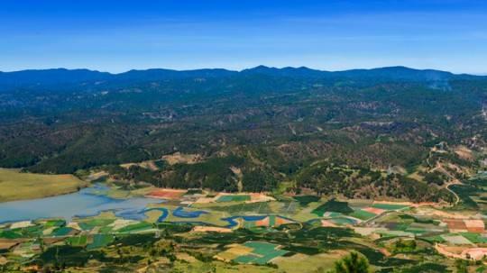 Du lịch Đà Lạt - Cảnh nhìn từ đỉnh Lang Biang, điểm tham quan nổi tiếng của du lịch Đà Lạt